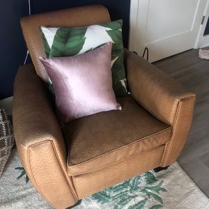 Vintage Leather Chair / Local DMV Pickup /Offer!